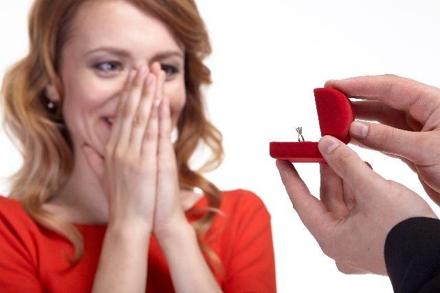 """年下男性と""""本気の恋愛""""が始まる、魅力的なアラフォー女性の会話テクニック"""