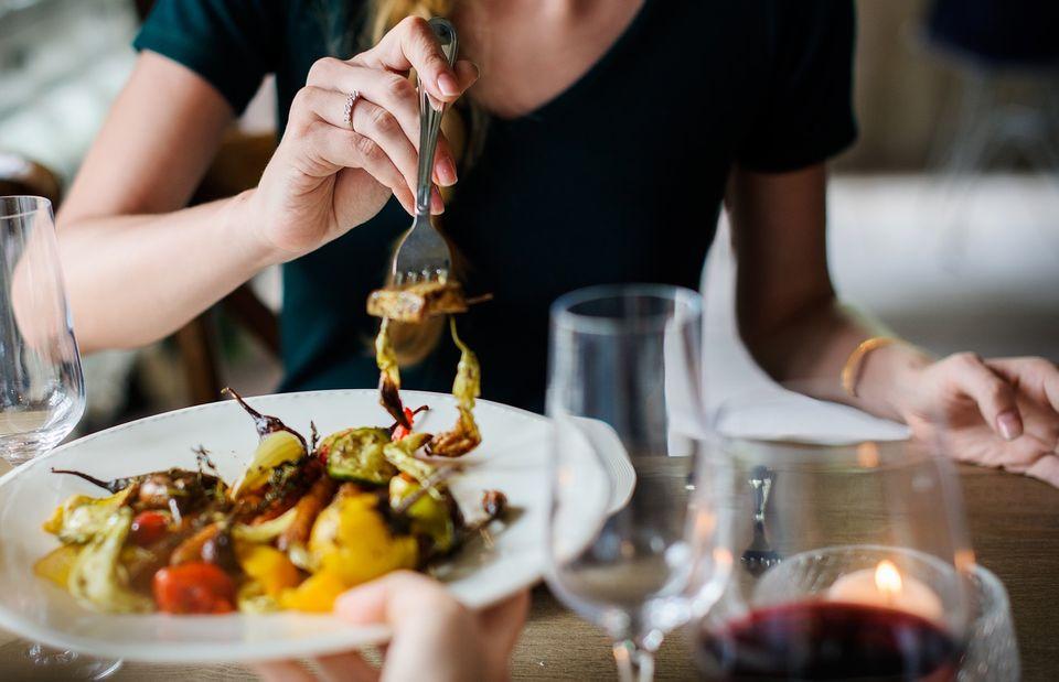 パフォーマンスを上げるなら早食いは禁止! 結果を残す人たちが実践する食事法